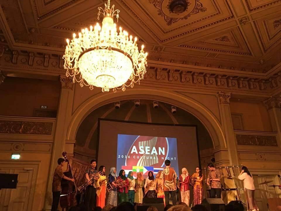 Warta Budaya: Diplomasi Budaya oleh Keluarga Paduan Angklung ITB